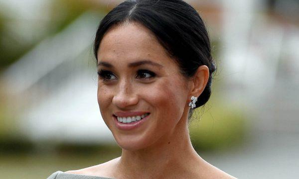 """Pai de Meghan Markle questiona postura dela em eventos da realeza: """"Sorrisos falsos"""""""