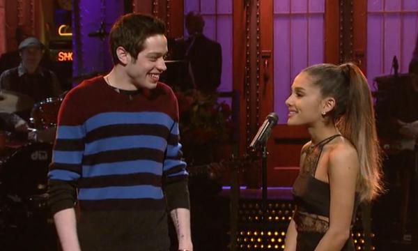 """Pete Davidson faz brincadeira polêmica sobre a noiva Ariana Grande: """"Troquei anticoncepcionais por balas"""""""