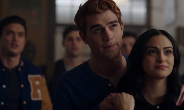 Riverdale: trailer da terceira temporada mostra personagem na prisão e 'culto' misterioso; assista!