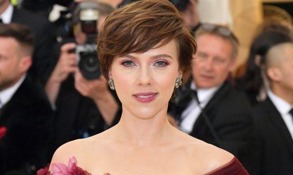 Após críticas, Scarlett Johansson desiste de interpretar homem trans em novo filme; leia declaração