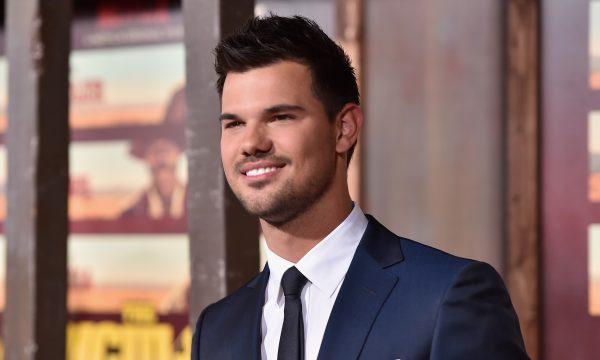 """Taylor Lautner emociona fãs com declaração para a irmã doente: """"E ela está livre"""""""