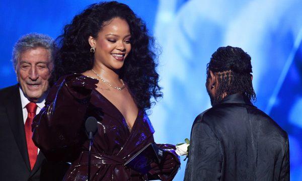 Após homenagem em Havard, Rihanna receberá título de 'doutora honorária' de universidade caribenha