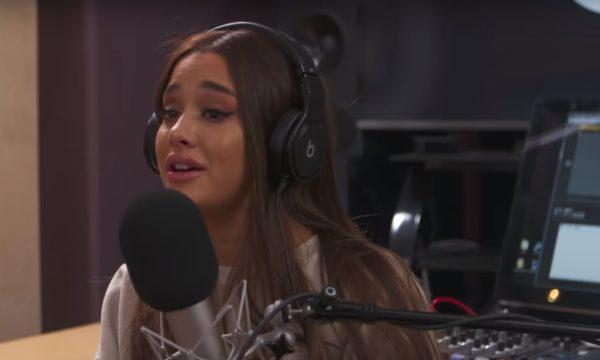 Ariana Grande chora ao lembrar ataque terrorista na Inglaterra: 'É muito assustador'