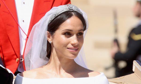 Palácio vende réplicas do anel de noivado de Meghan Markle por preço 'camarada'; confira!