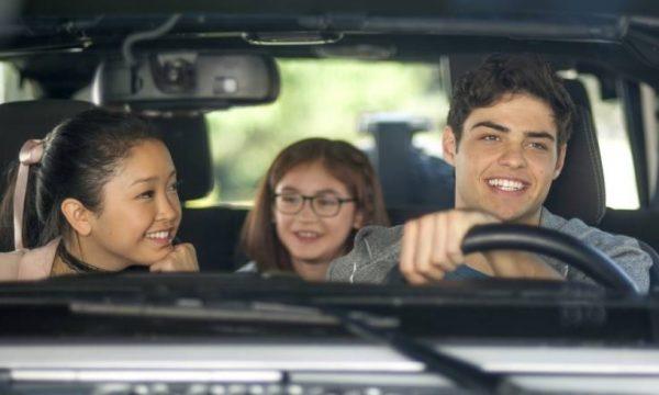Autora de 'Para Todos os Garotos' justifica ausência de crush asiático em filme da Netflix
