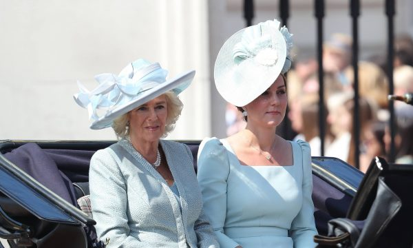 "Livro revela que Camilla tentou ""vetar"" casamento de Kate Middleton e William, destaca The Sun"