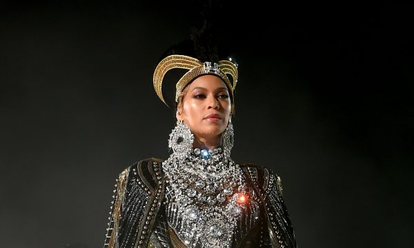 Beyoncé bruxa?! Ex-baterista acusa cantora de magia negra na justiça, diz site