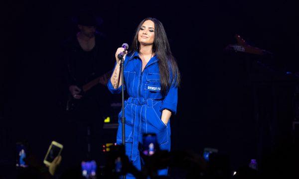 Mãe de Demi Lovato fala sobre atual estado de saúde da cantora e revela como soube da overdose