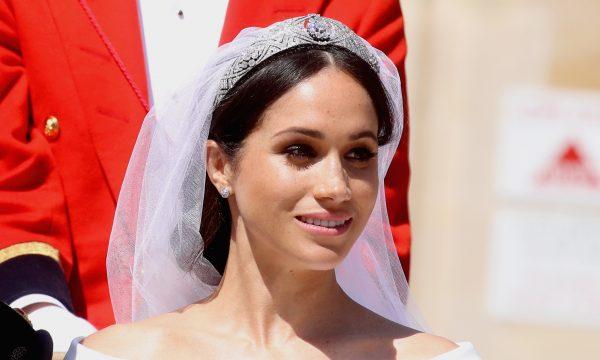 Admirada! Meghan Markle vê seu vestido de noiva pela primeira vez em trailer de documentário; vem assistir