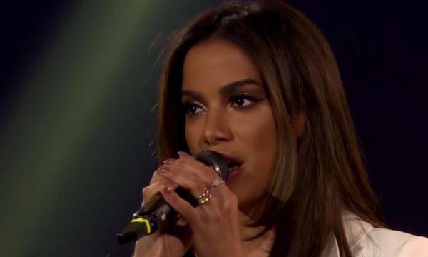 "Anitta participa de reality argentino e canta ""100 Grados"" e ""Downtown"" com Lali Espósito; assista!"