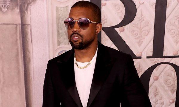 Vídeo: Kanye West se irrita com pergunta e exige retirada de repórter de evento da 'NYFW'