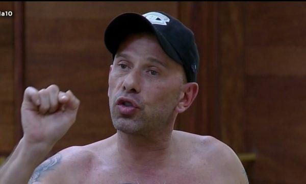 """A Fazenda 10: Rafael Ilha se abre sobre seu problema com as drogas: """"Tive overdose em cima de uma moto"""""""