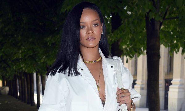 """Rihanna responde a fã que a questionou sobre música nova: """"Está vindo"""""""
