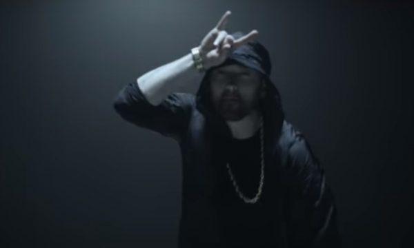"""Em clipe de """"Venom"""", Eminem se transforma no anti-herói e assusta! Vem ver!"""
