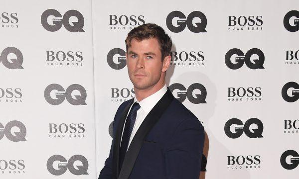 """Chris Hemsworth se abre sobre relação com o seu dinheiro: """"Tenho nojo"""""""