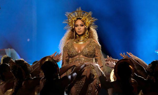 Beyoncé faz performance emocionante em evento beneficente em Los Angeles; vem ver