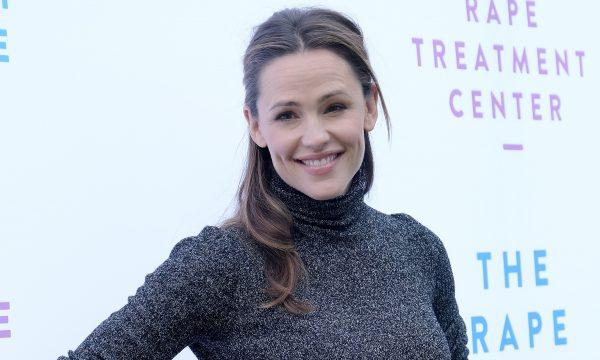 Após finalizar divórcio com Ben Affleck, Jennifer Garner começou a namorar, diz site