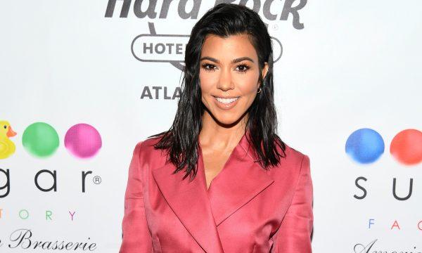 Kourtney Kardashian posta foto de férias e responde seguidor que disse que ela 'nunca trabalha'