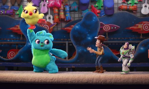 OMG! Toy Story 4 apresenta dois novos e hilários personagens em vídeo inédito! Vem assistir!