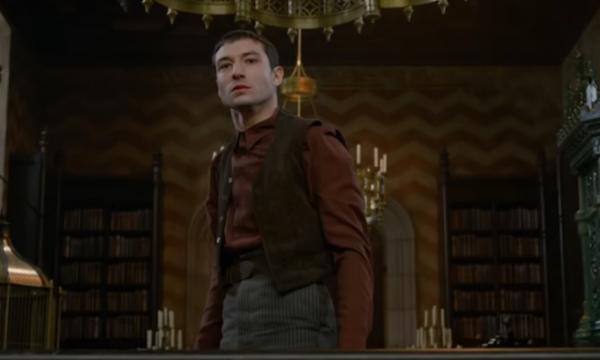 Ezra Miller fala sobre revelação chocante do final de 'Animais Fantásticos: Os Crimes de Grindewald'