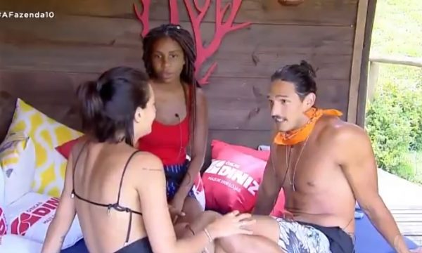 A Fazenda 10: João Zoli pede Gabi Prado em namoro e fica decepcionado com reação: 'Nem precisa mais responder'
