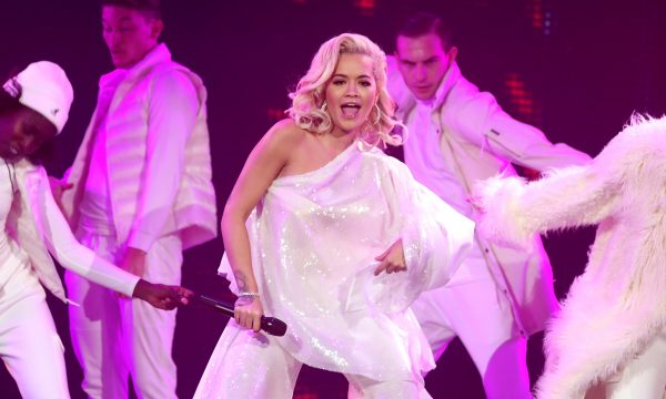 People's Choice Awards 2018: Rita Ora dá show de vocais em performance de novo hit, 'Let You Love Me'; vem ver!