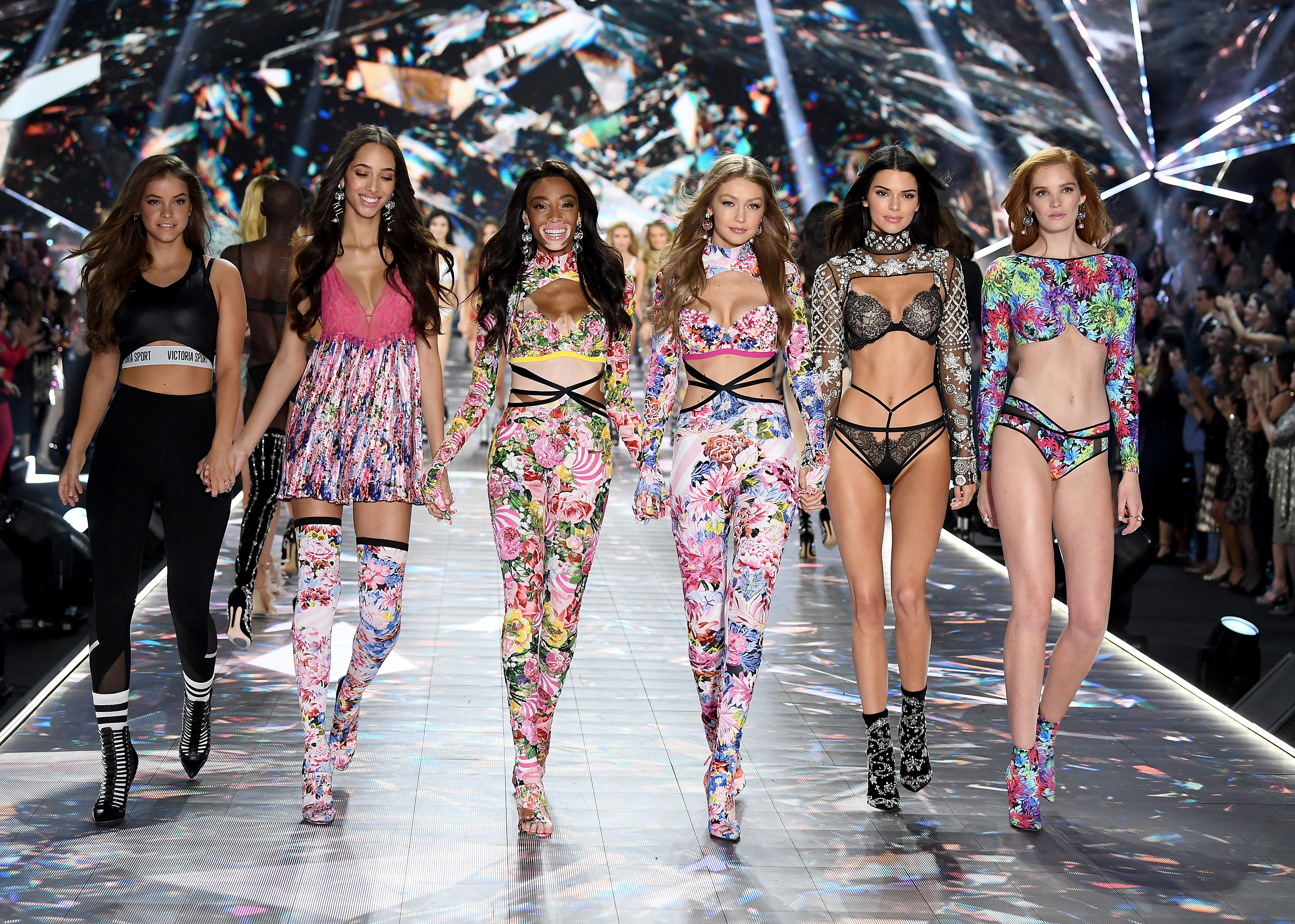 2018-victorias-secret-fashion-show-in-new-york-runway-15