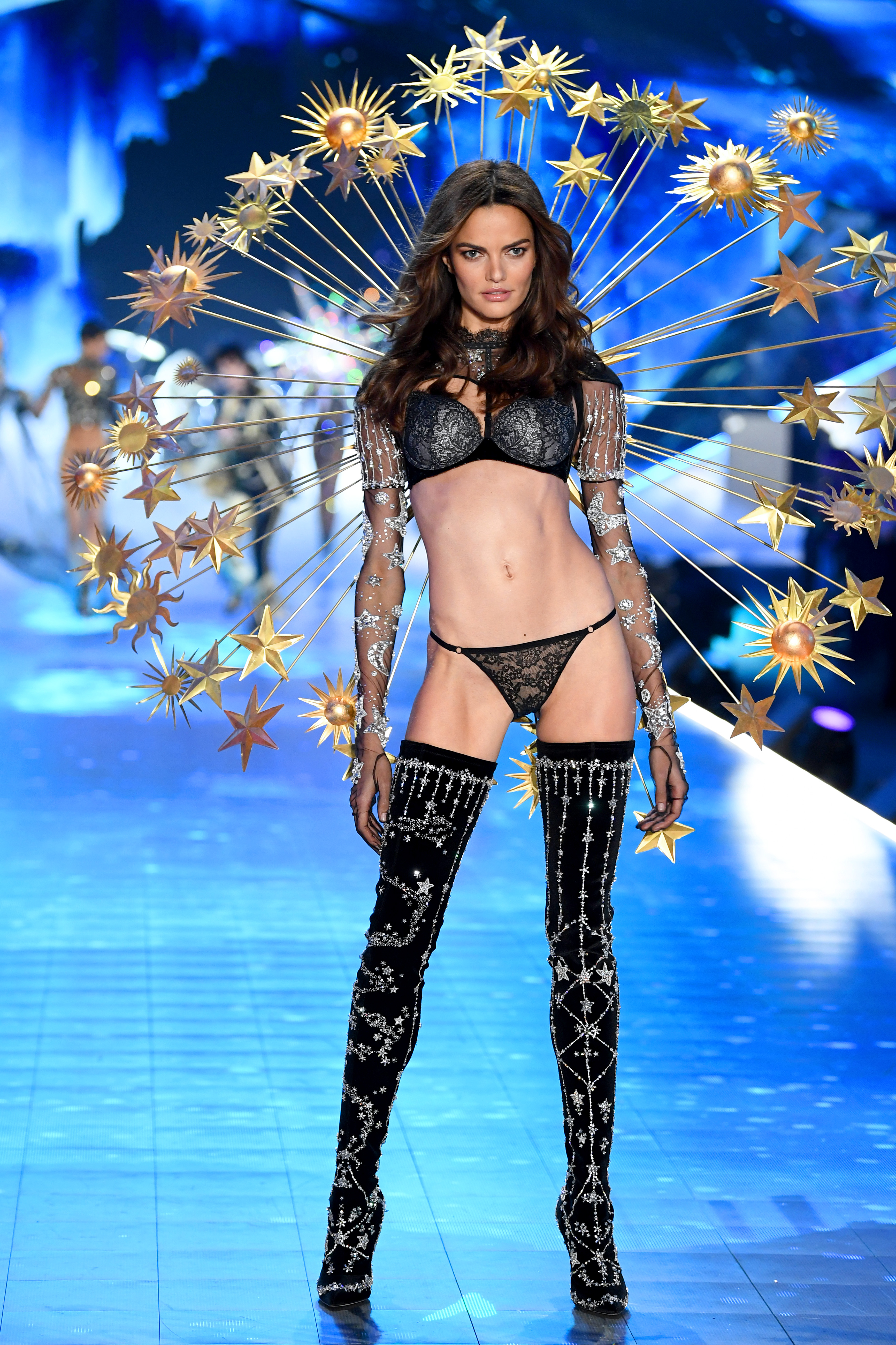2018-victorias-secret-fashion-show-in-new-york-runway-20
