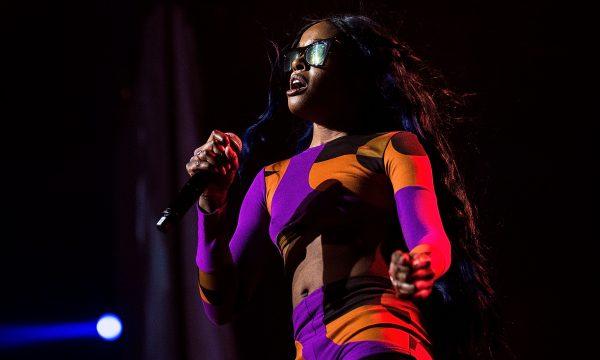 Com problemas na performance, atraso e histórias bizarras da plateia, Azealia Banks causa muito em show em São Paulo! Vem saber detalhes