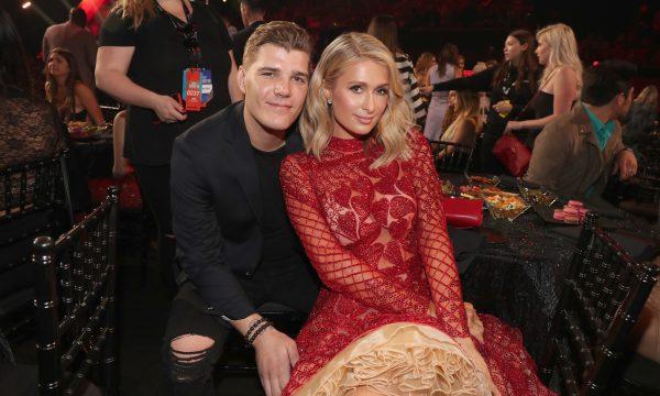 Paris Hilton quebra silêncio após término de noivado; ator pedirá presente caríssimo de volta