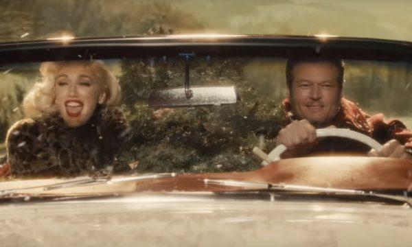 Gwen Stefani e Blake Shelton lançam clipe MUITO fofo e divertido (com o melhor plot twist) para 'You Make It Feel Like Christmas'; vem ver!