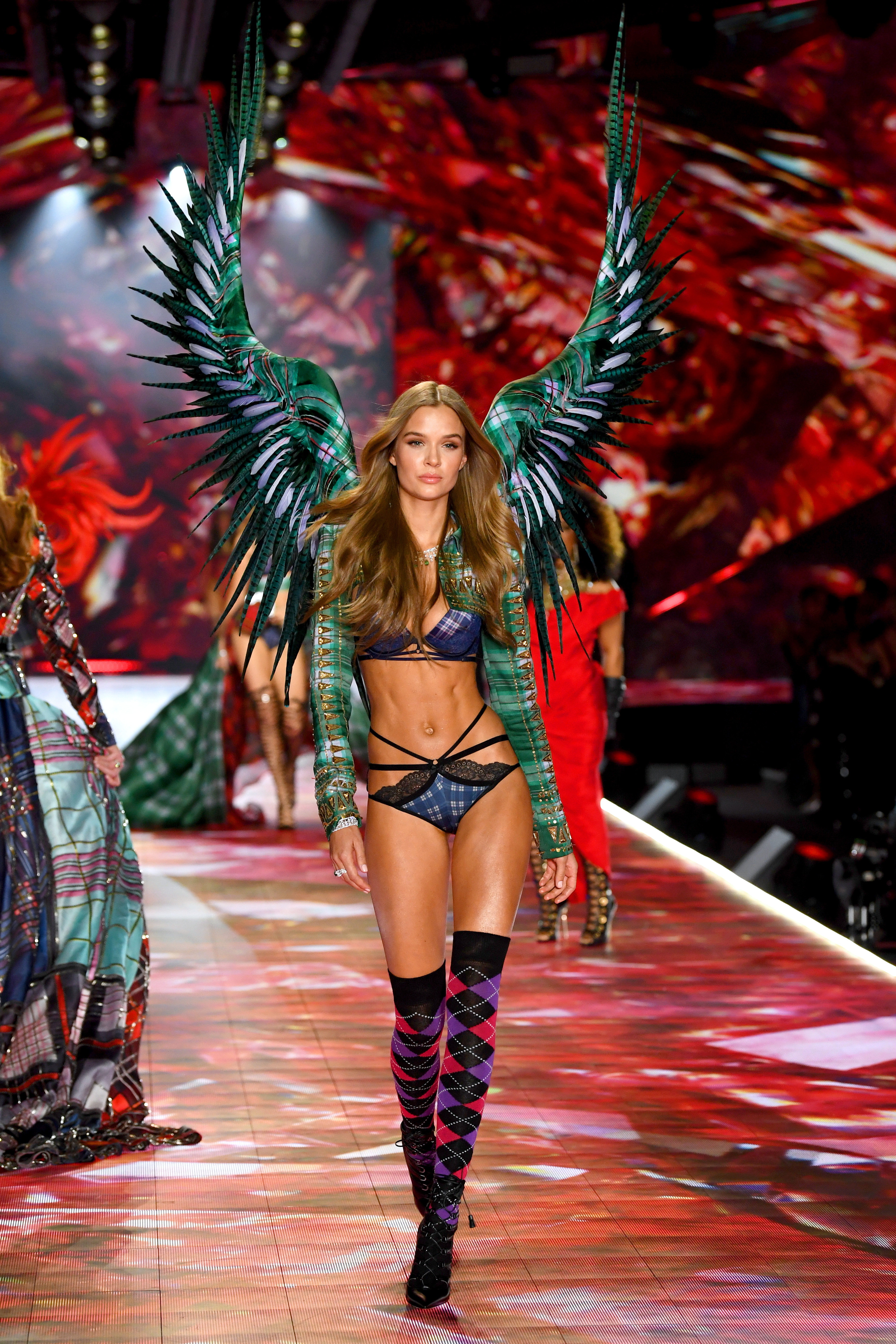 2018-victorias-secret-fashion-show-in-new-york-runway-28