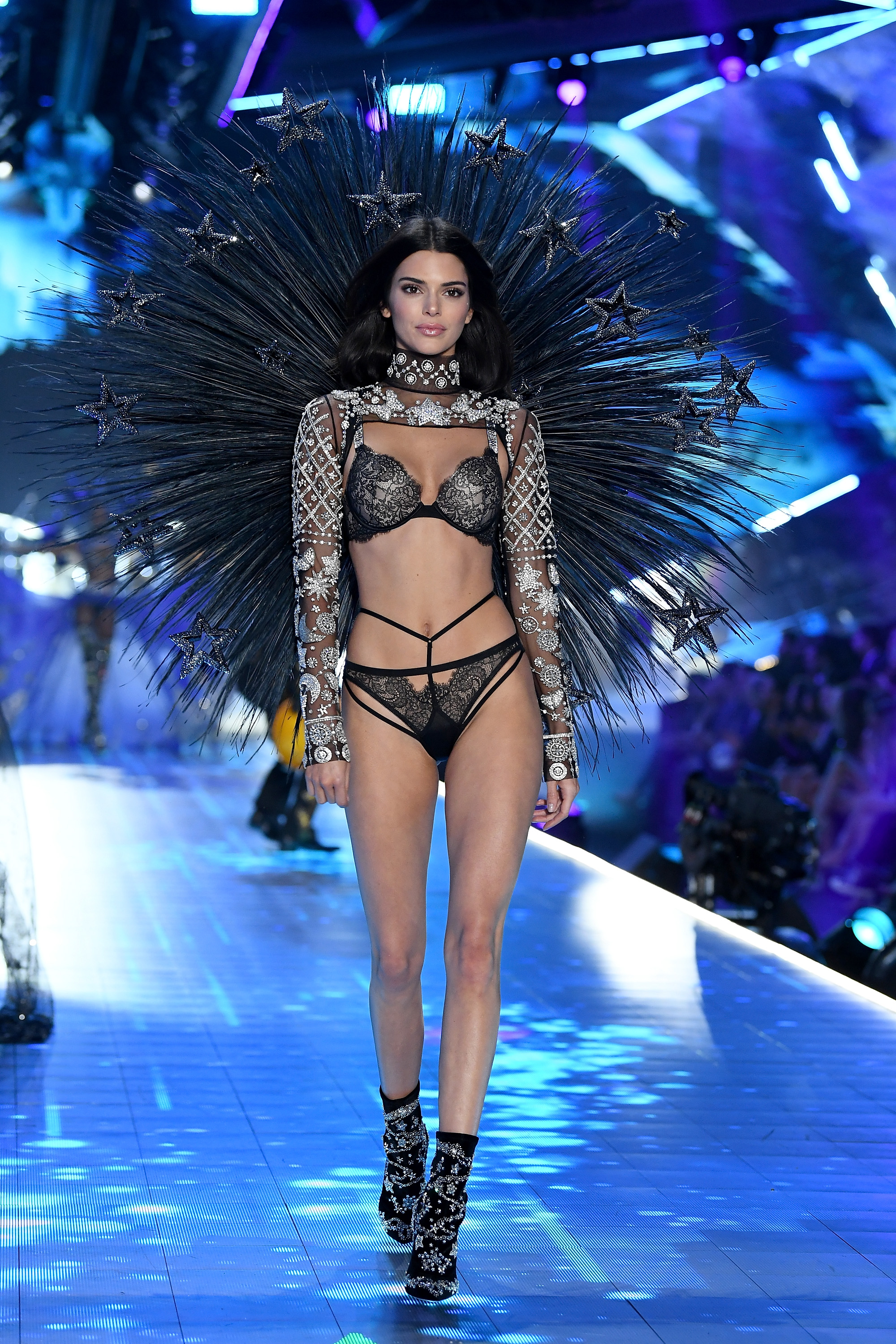 2018-victorias-secret-fashion-show-in-new-york-runway-31
