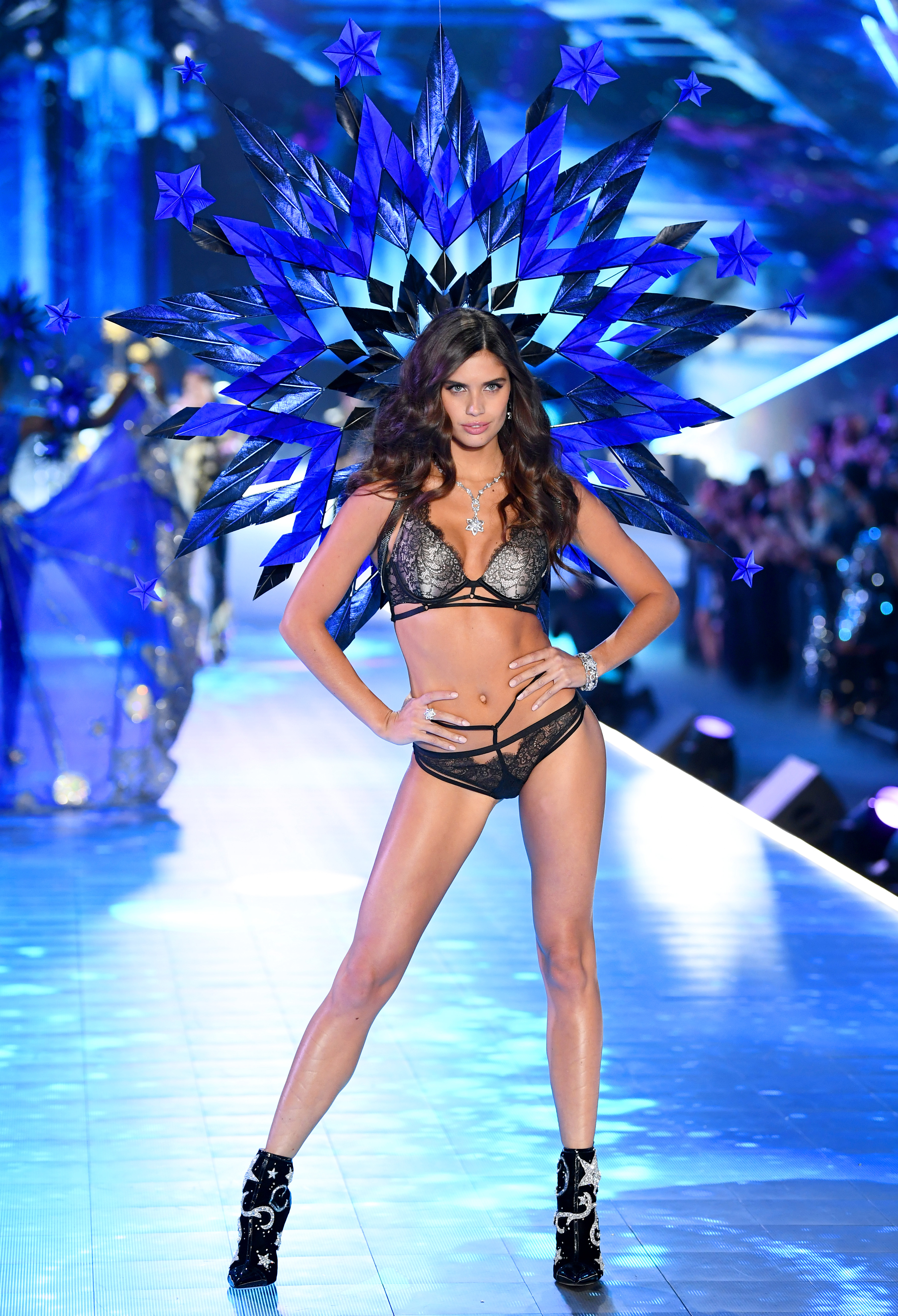 2018-victorias-secret-fashion-show-in-new-york-runway-41