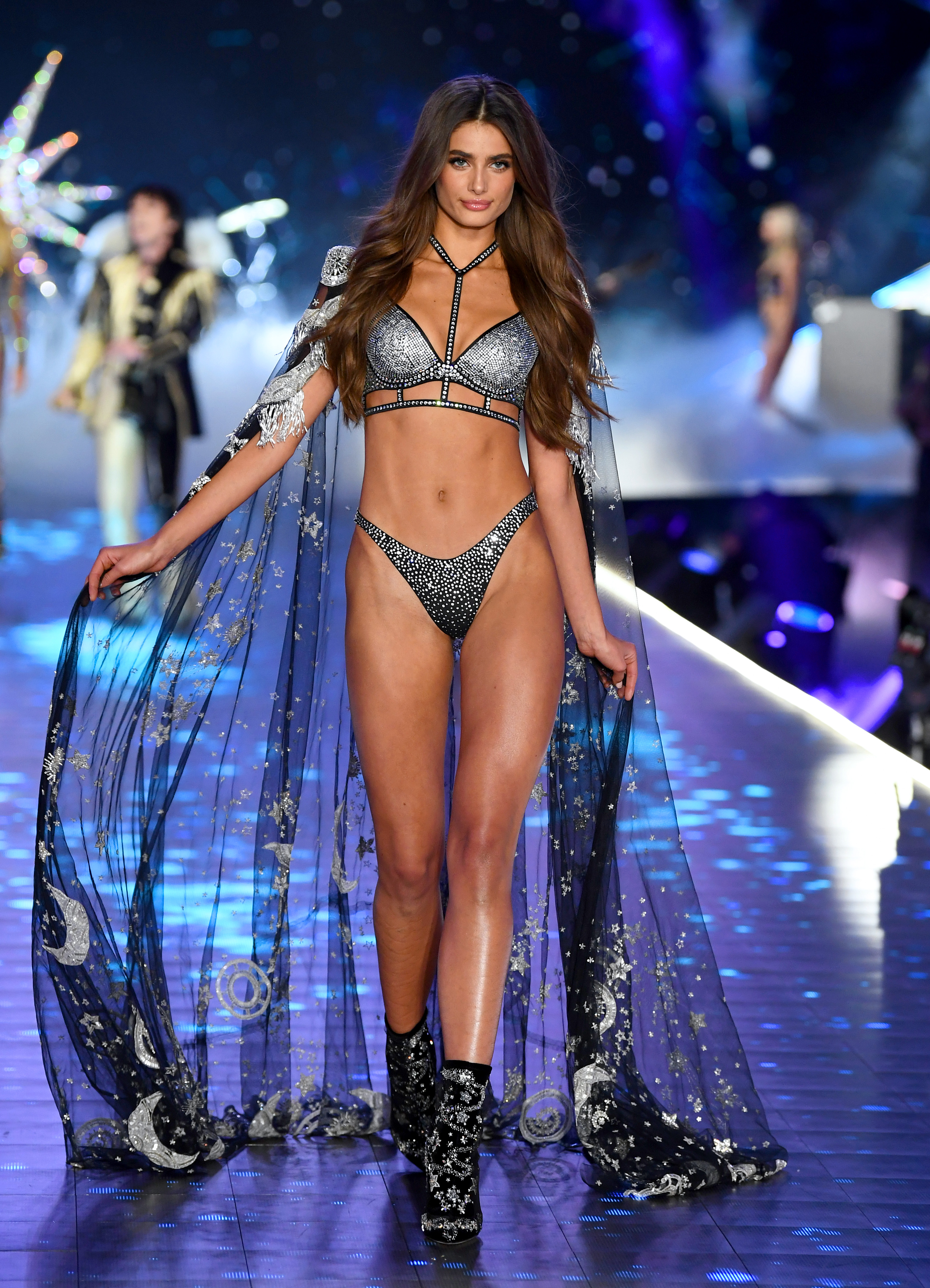 2018-victorias-secret-fashion-show-in-new-york-runway-47
