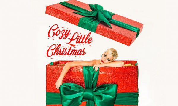 "AMEI! Katy Perry lança música SUPER FOFA para o Natal; Vem ouvir ""Cozy Little Christmas""!"