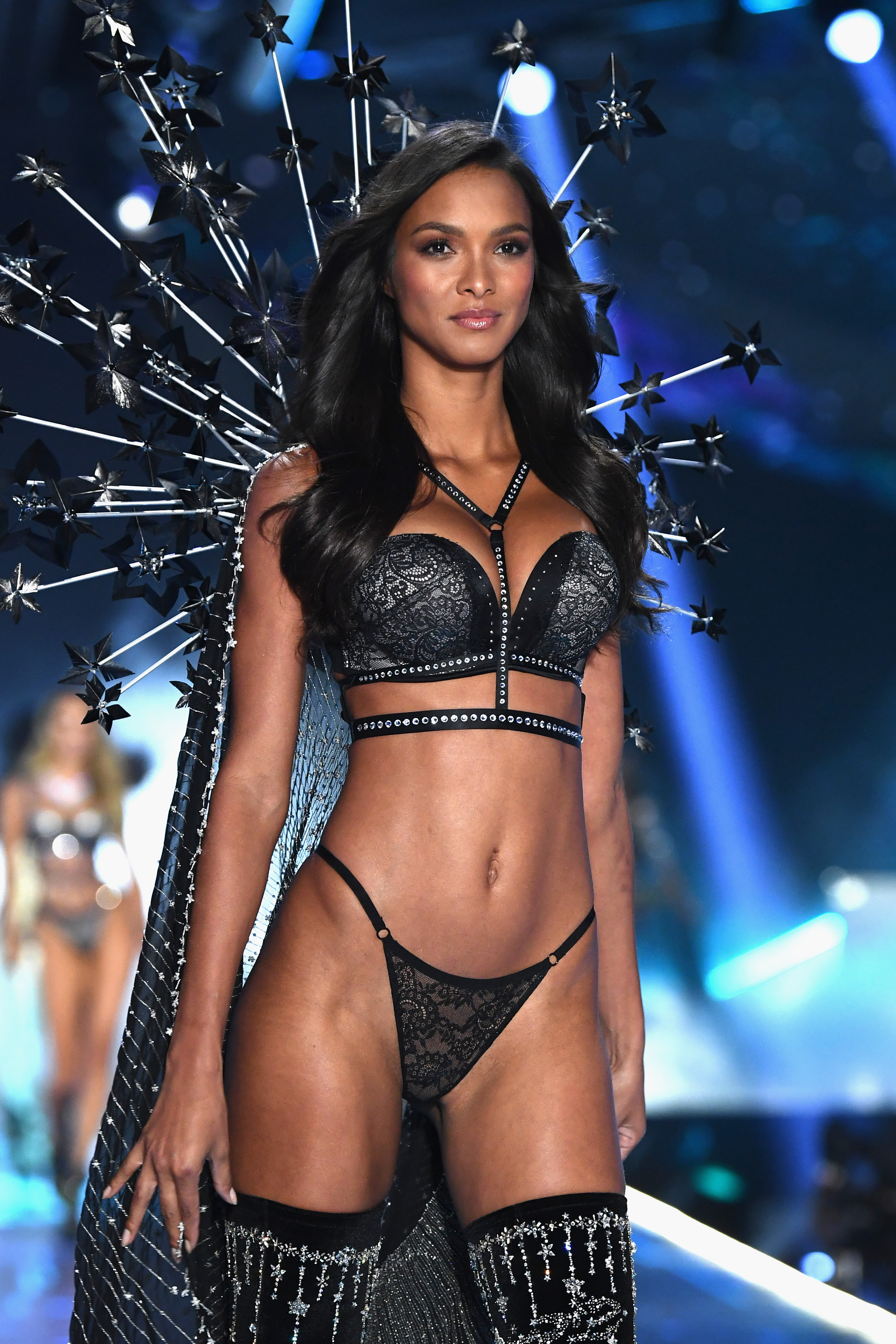 2018-victorias-secret-fashion-show-in-new-york-runway-33