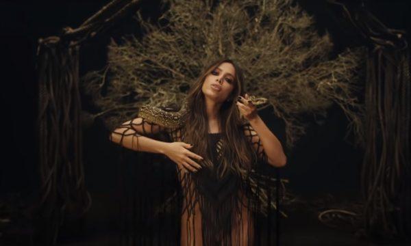 Anitta arrasa na coreo e no close no novo clipe de 'Veneno', gravado em tomada única; vem ver