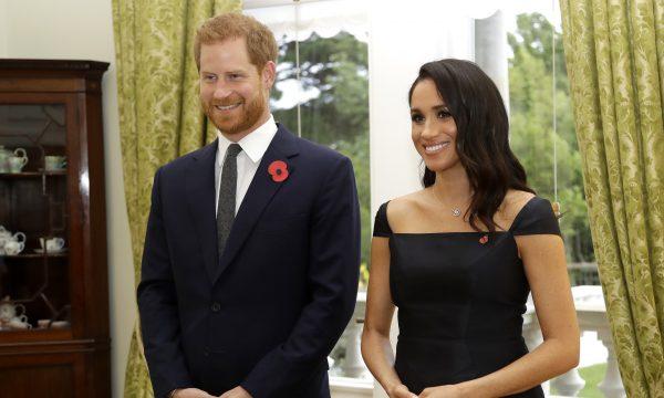 OMG! Meghan Markle e príncipe Harry ganham apelidos de funcionários do palácio, inspirados em famosos personagens da TV, diz jornal