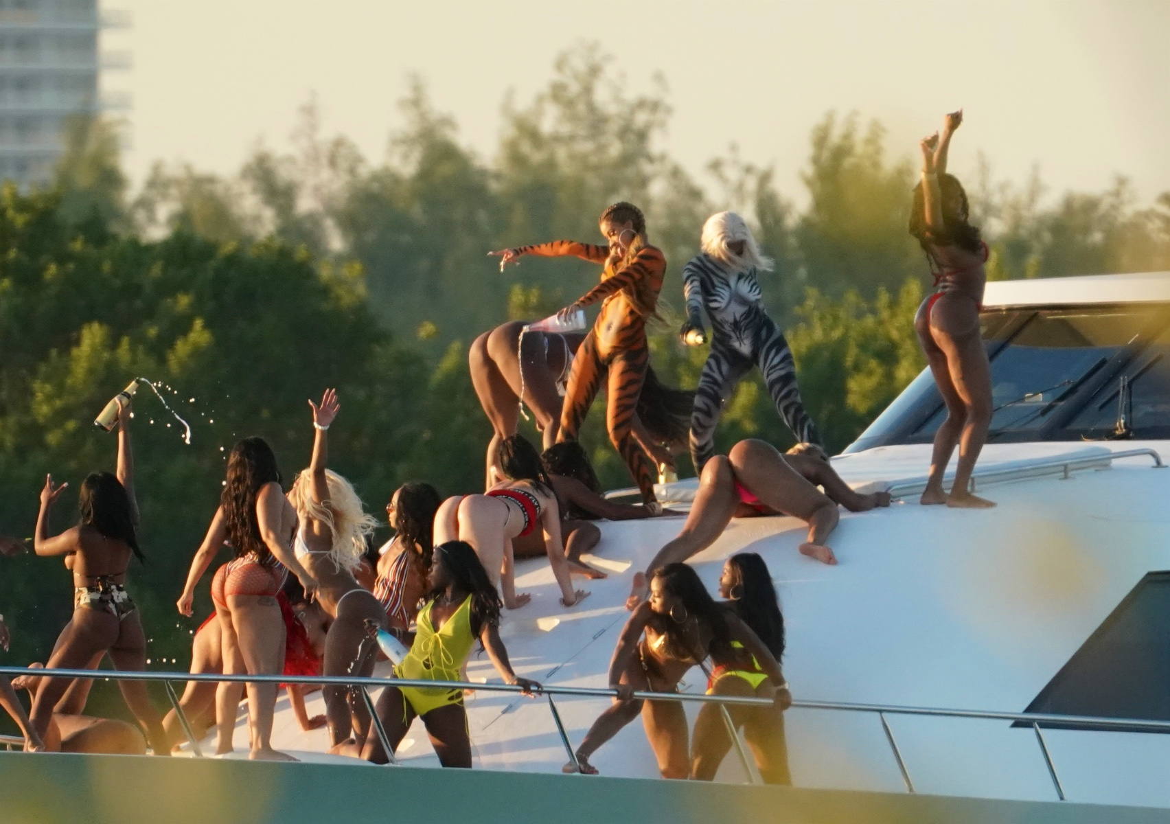 body-painted-cardi-b-goes-wild-on-yacht-as-she-films-video-while-splashing-champagne-3